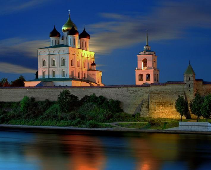 Псков. Ночной город