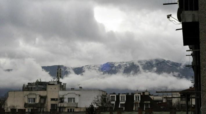 Снежные вершины смешались с облаками