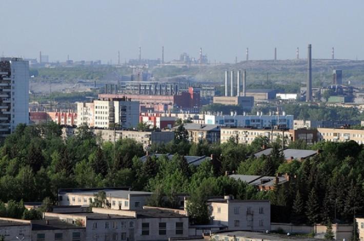 Электрометаллургический комбинат располагается прямо в центре города