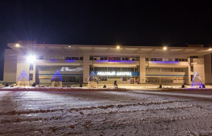Вид на Ледовый дворец в ночное время
