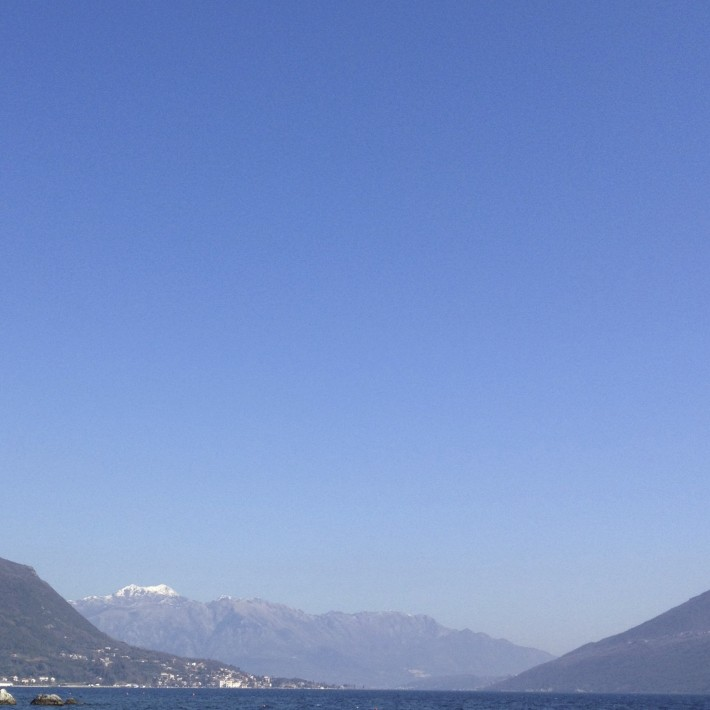 Вид на горы в Тивате с побережья Херцег-Нови. Начало марта. 2014 год
