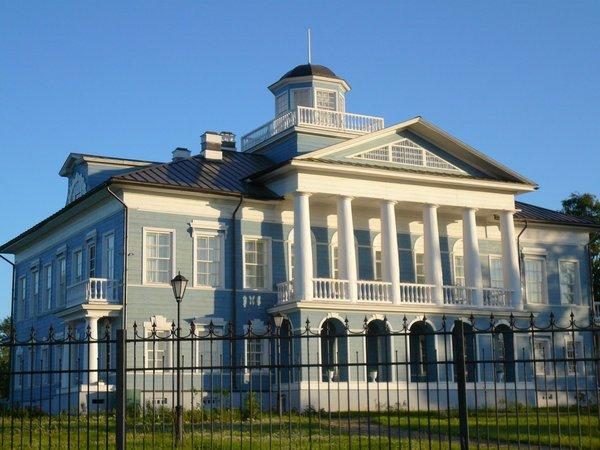 Усадьба дворян Гальских на берегу реки Шексны, центр Череповца