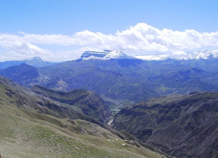 Красота не уступает воспетым Рерихом Гималаям и знаменитым норвежским фьордам