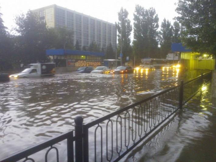 Это не наводнение — так бывает в Саратове после каждого ливня