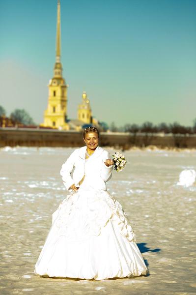 Я в самый знаменательный день нашей свадьбы 16.03.2011. Фото сделано на льду реки Невы