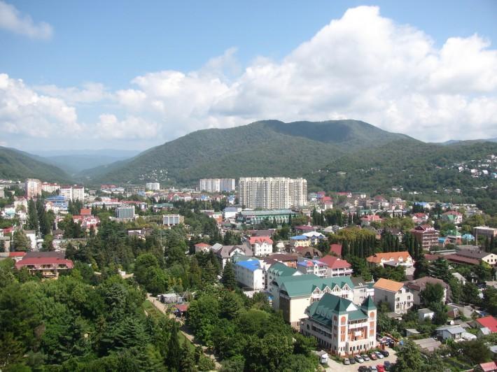 Лазаревское — милый поселок городского типа с населением 60 тыс. человек