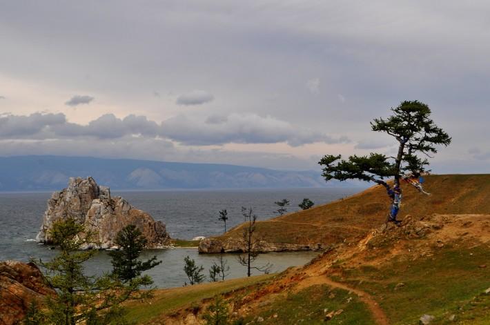 Мыс Бурхан и скала Шаманка- символ Байкала и озера Ольхон