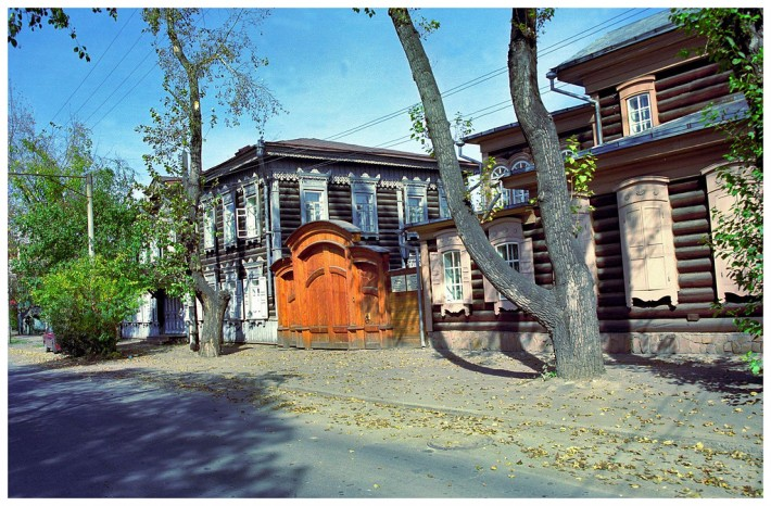 http://nesiditsa.ru/wp-content/uploads/2014/04/Staryie-derevyannyie-doma-v-Irkutske-710x466.jpg