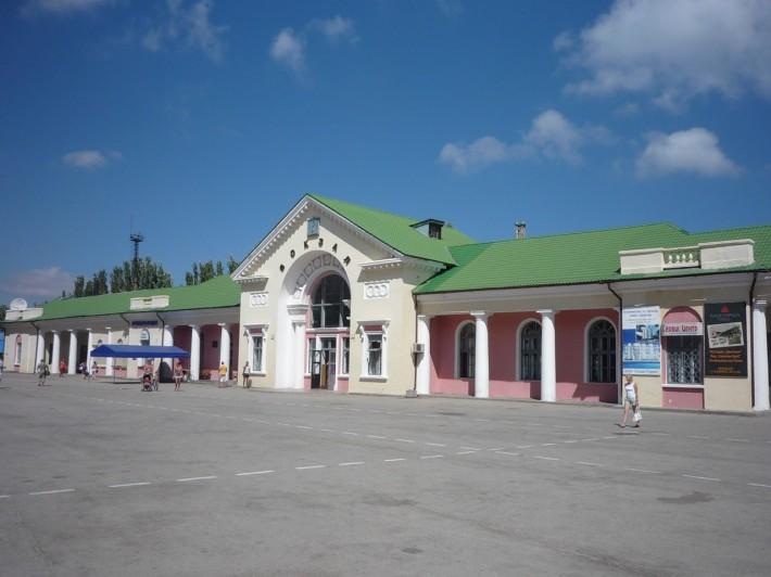 Железнодорожный вокзал в Феодосии