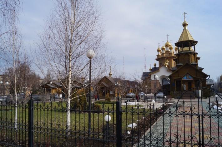 Храм святых мучениц Веры, Надежды, Любови и матери их Софии на одной из центральных улиц