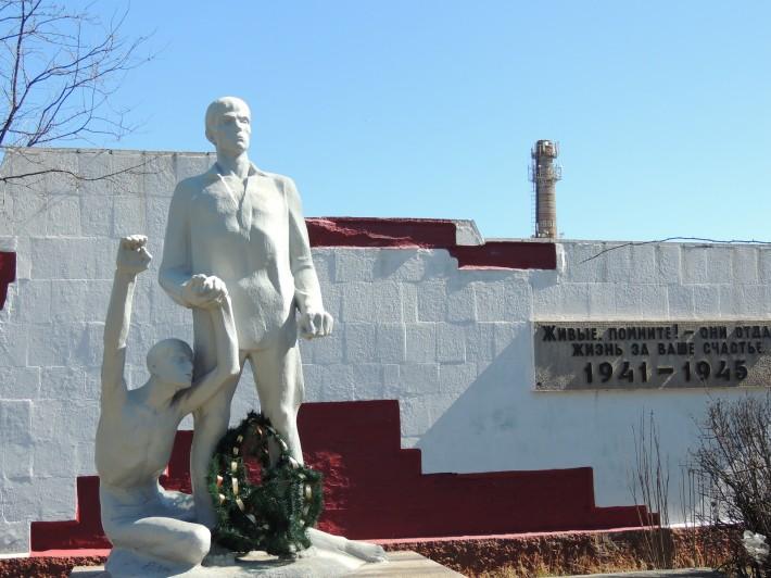 Памятник места массовой гибели партизан и воинов
