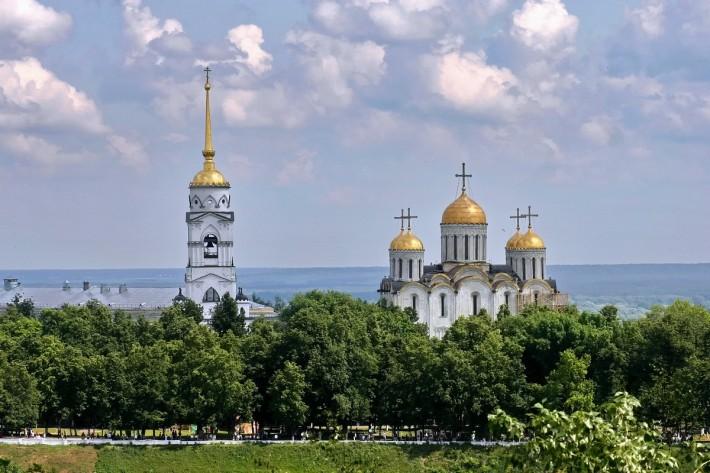 Успенский собор и колокольня во Владимире