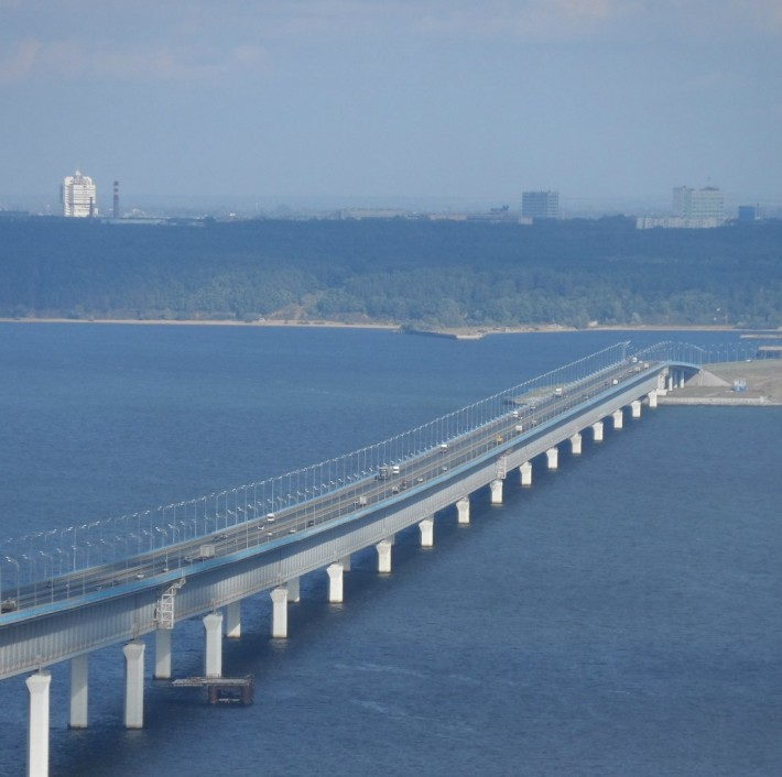 Фото президентского моста с правого берег от здания университета