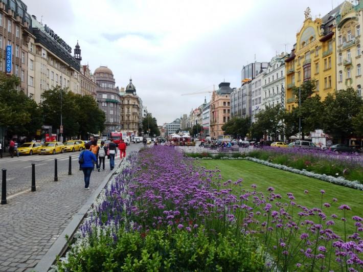 Вацлавская площадь — своеобразный бизнес-центр города