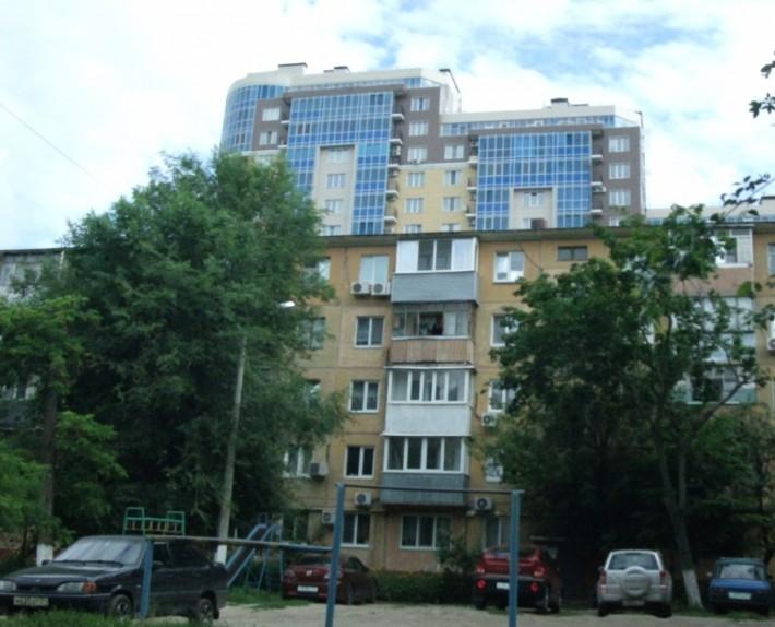 Соседство «хрущевок» и ультрасовременных зданий