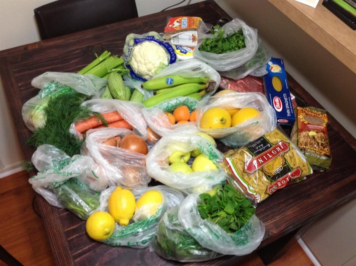 Продукты, купленные в супермаркете Суперкинг в Глендейле (Лос Анджелес, штат Калифорния, США)
