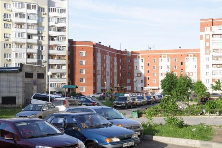 Правда в Новом районе с зеленью серьезная напряженка – сказывается плотная современная застройка