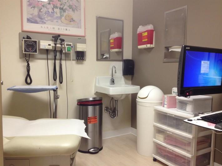 Стандартный медицинский кабинет в клинике (Лос Анджелес, штат Калифорния, США)