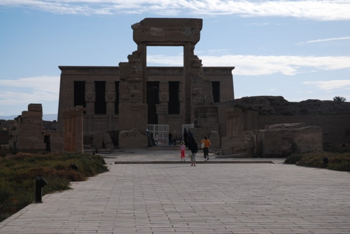 Храм Дендера рядом с городом Луксор на юге Египта