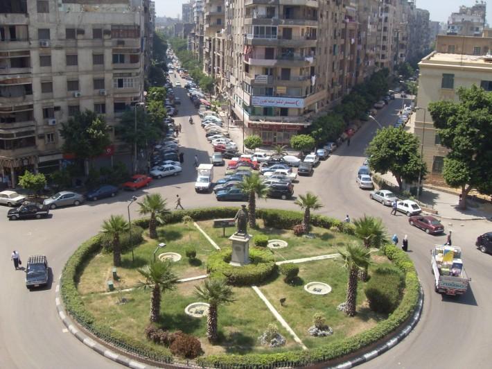 Одна из площадей густонаселенного Каира