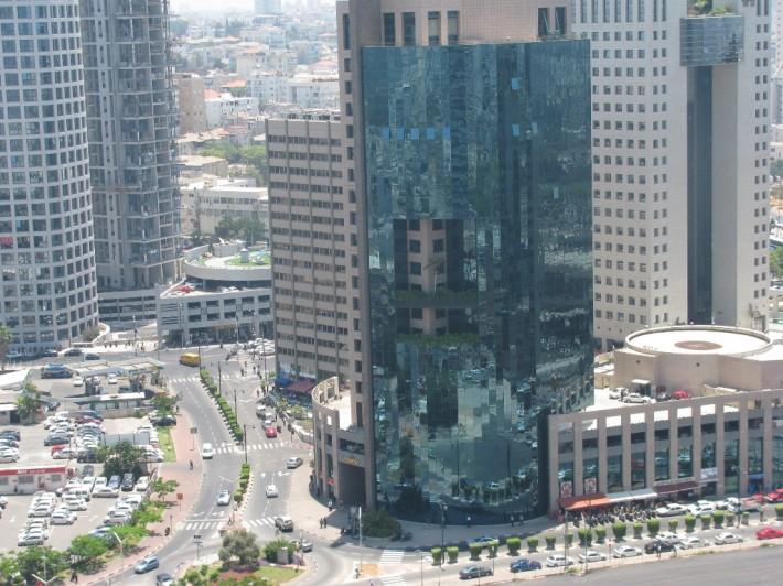 Деловой район города. Здесь находятся офисы крупных компаний, а также алмазная биржа