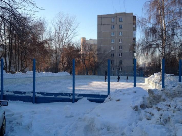 Бесплатная хоккейная коробка в спальном районе Уфы