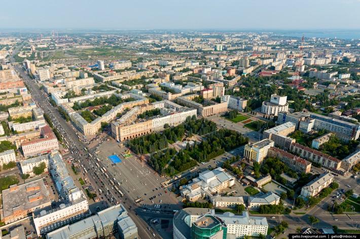 Сквер между театральной площадью и площадью Революции
