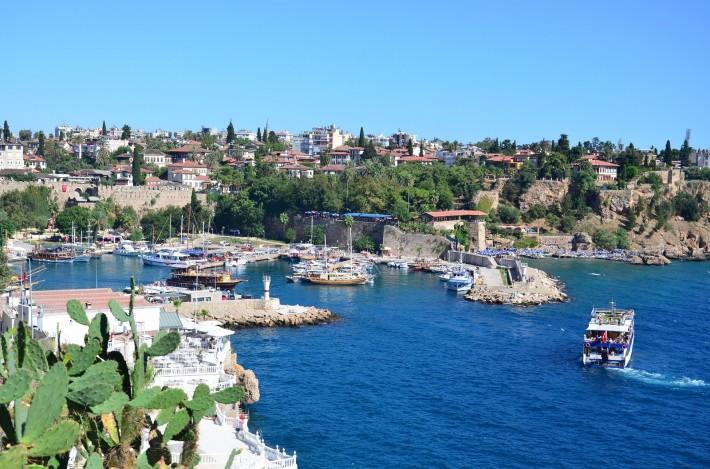Вид на Старый город и пристань