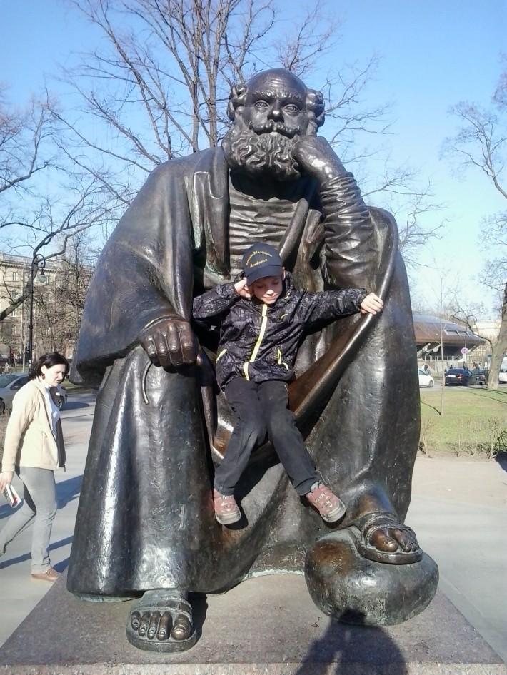 Памятник святому Петру защитнику города. Скульптура в парке на Кронверкском, г. Санкт- Петербург