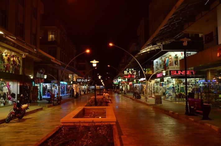 Улица с магазинами для туристов