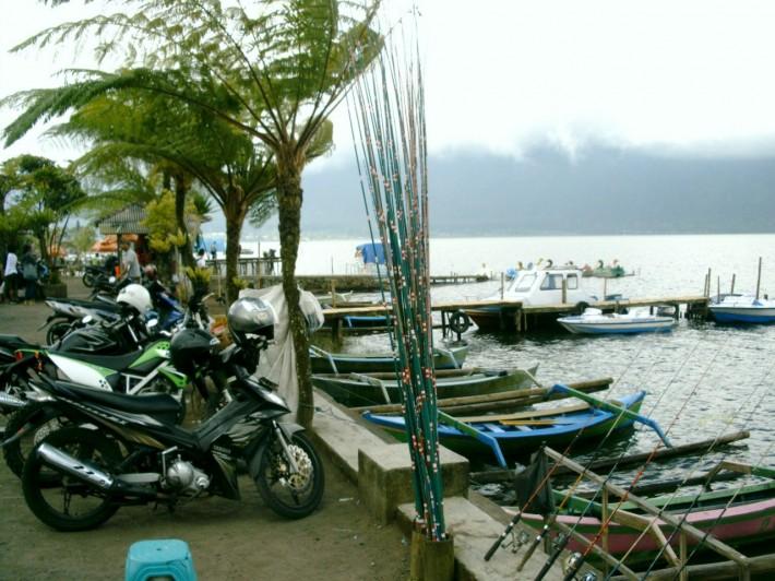 Озеро в жерле вулкана с забавным названием Братан