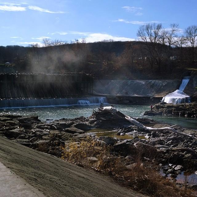 Майкопская ГЭС на реке Белая, вид с городского парка, Майкоп