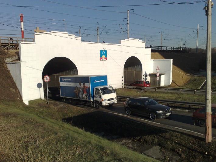 Поворот с Носовихинского шоссе на Леоновское, известный как «Ноздри»