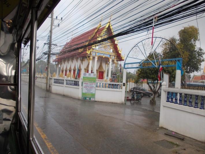 Буддистский храм в Джомтьене, сои Ват Бун