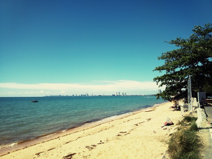 Пляж в Банг Сарей