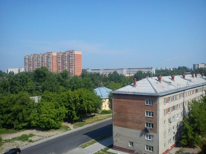 Улица Добролюбова, район станции метро Золотая Нива