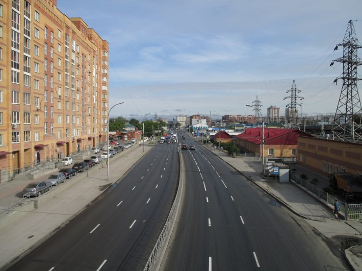 Улица Владимировская, вид с ж/д моста - летний день, дороги пустые
