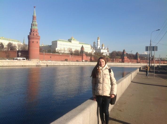 На фоне Кремля, как же без этого:)