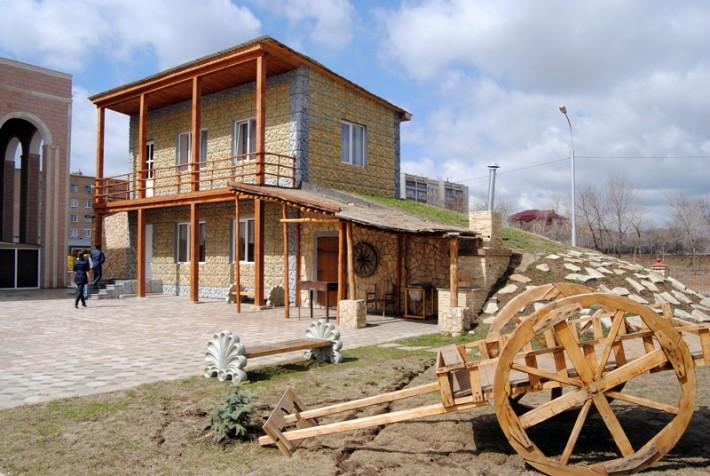Армянское подворье в национальной деревне