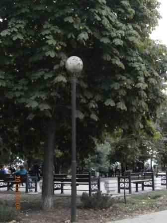 Фонарь в парке