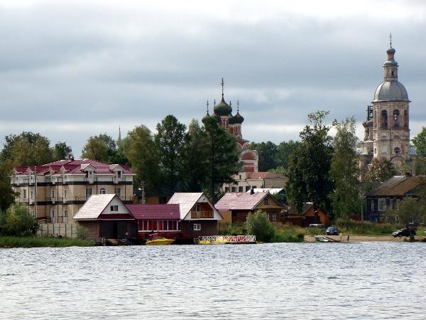 Отель на берегу озера Селигер