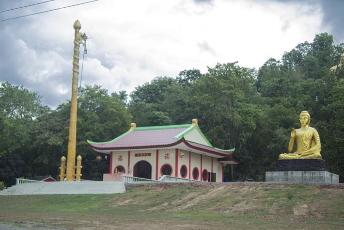 В буддийском парке: до гор рукой подать