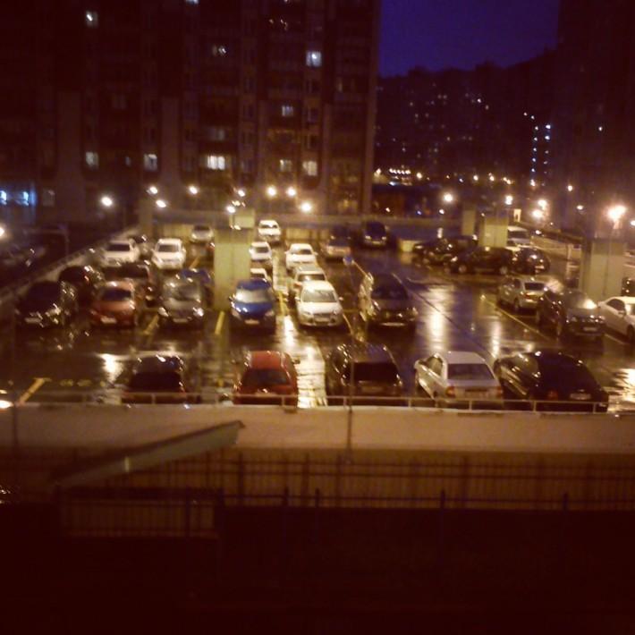 Забитые парковки в городе не редкость, однако при желании в центре города можно найти платные парковки