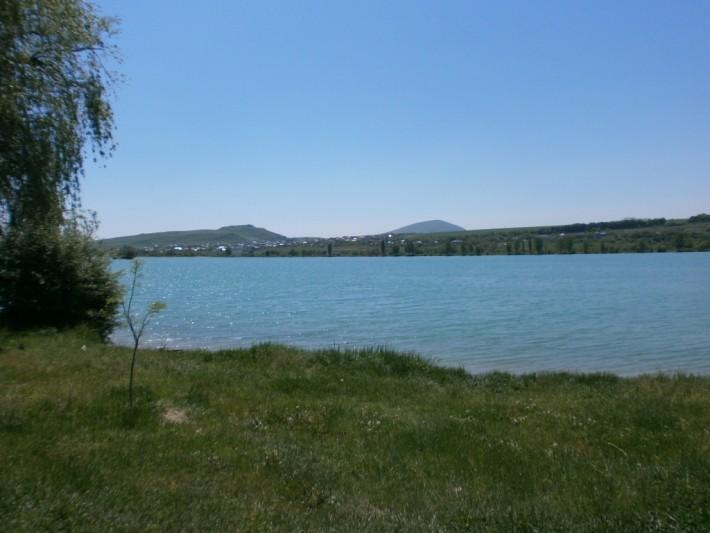 Новопятигорское озеро в парке Победы