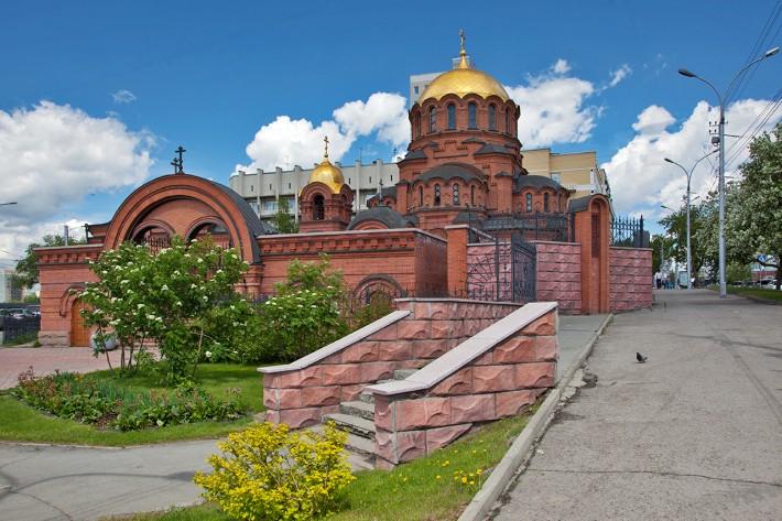 Собор Александра Невского - первый каменный храм города и одно из первых каменных строений