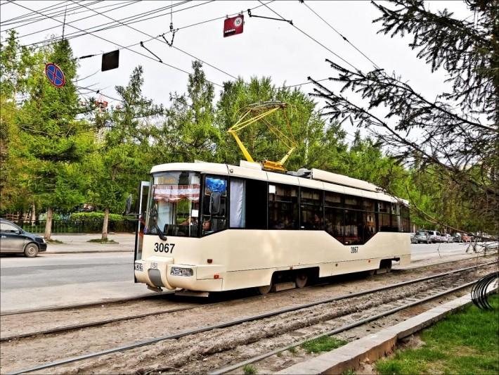 Общественные виды транспорта в Новосибирске: электропоезд, трамвай, троллейбус, автобус, метро, такси и маршрутное такси