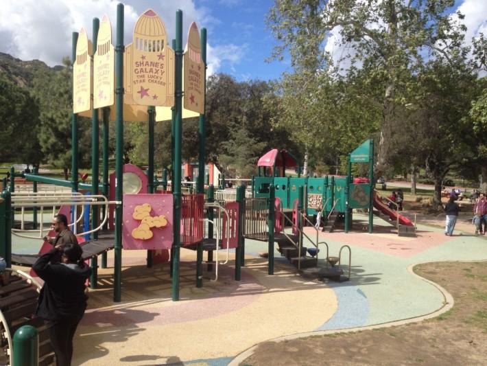 Детская площадка на территории Гриффит парка недалеко от Гриффит Парк Пони Райд
