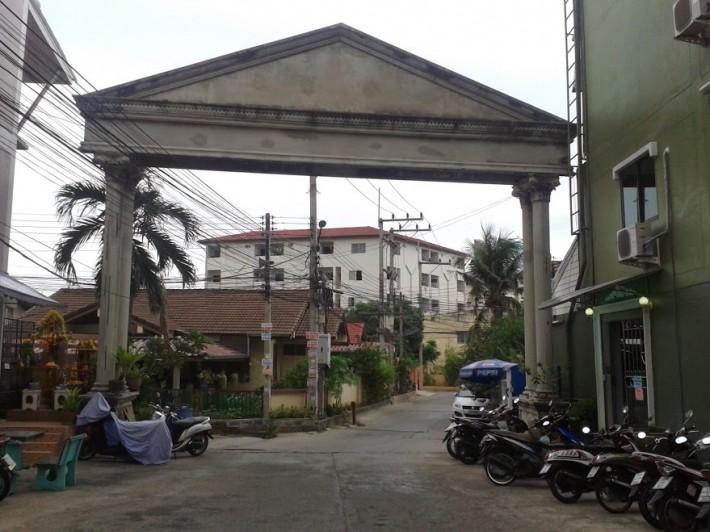 Совсем тайский квартал