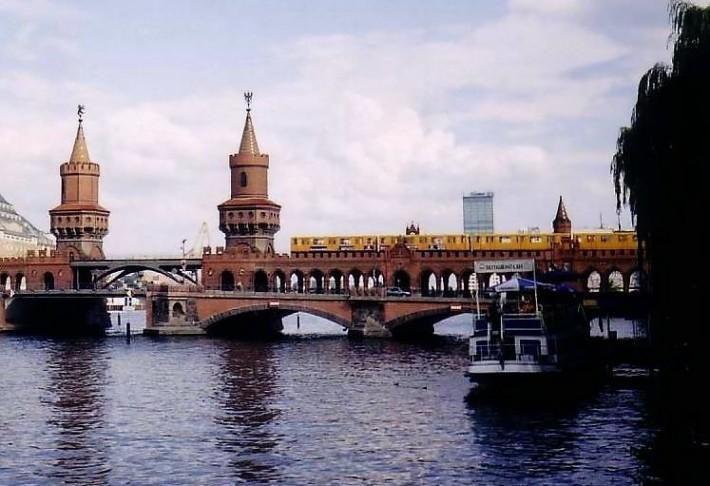 Берлинский мост (здесь – один из тех, что перекинуты через Шпрее)