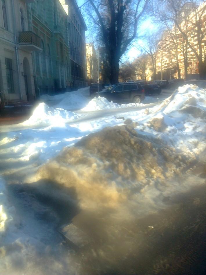 Снег в Одессе быстро тает